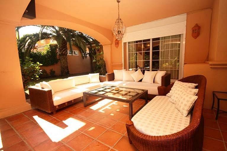 Terraza - Villa en alquiler en urbanización Benamara Playa, Estepona - 227431407