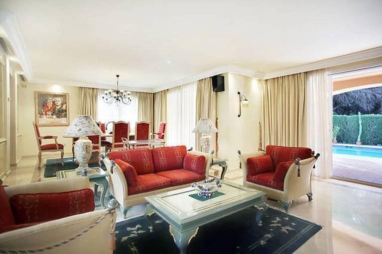 Salón - Villa en alquiler en urbanización Benamara Playa, Estepona - 227431411