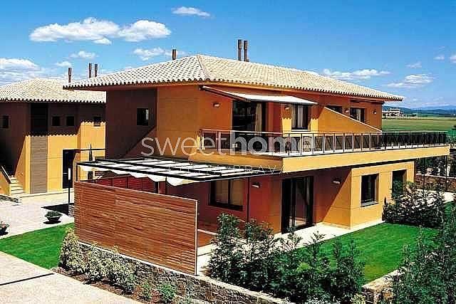 Apartamento en venta en Navata - 279417074