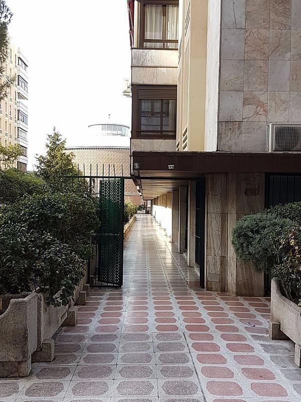 Local comercial en alquiler en calle De Fernández de Los Rios, Gaztambide en Madrid - 376538210