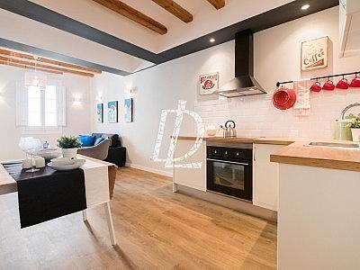 Apartamento en venta en El Raval en Barcelona - 330642624