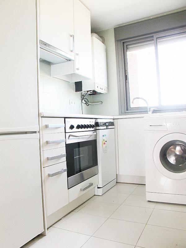 Piso en alquiler en calle Isabel Clara Eugenia, Sanchinarro en Madrid - 272261701