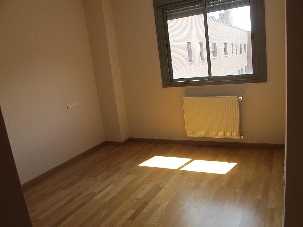 Piso en alquiler en calle Isabel Clara Eugenia, Sanchinarro en Madrid - 272261731