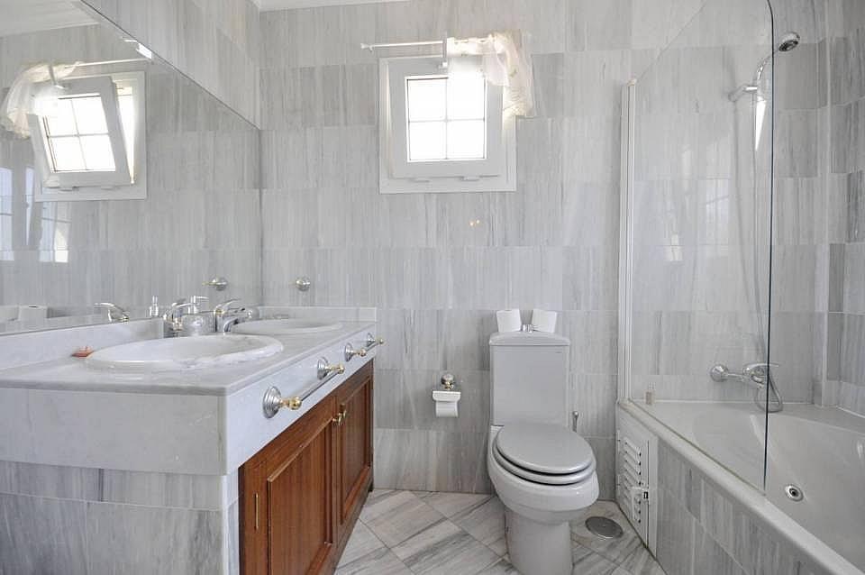 Bano - Casa adosada en alquiler en Milla de Oro en Marbella - 277708306
