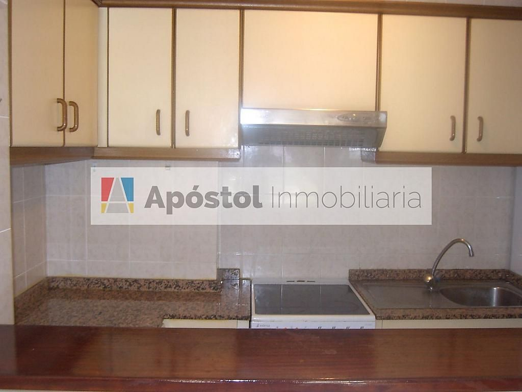 Piso en alquiler en calle Santa Marta de Arriba, Santiago de Compostela - 358497336
