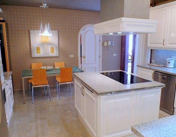 Villa en alquiler de temporada en Marbella - 291726566