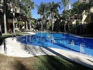 Bungalow en alquiler en Puerto Banús en Marbella - 297606819