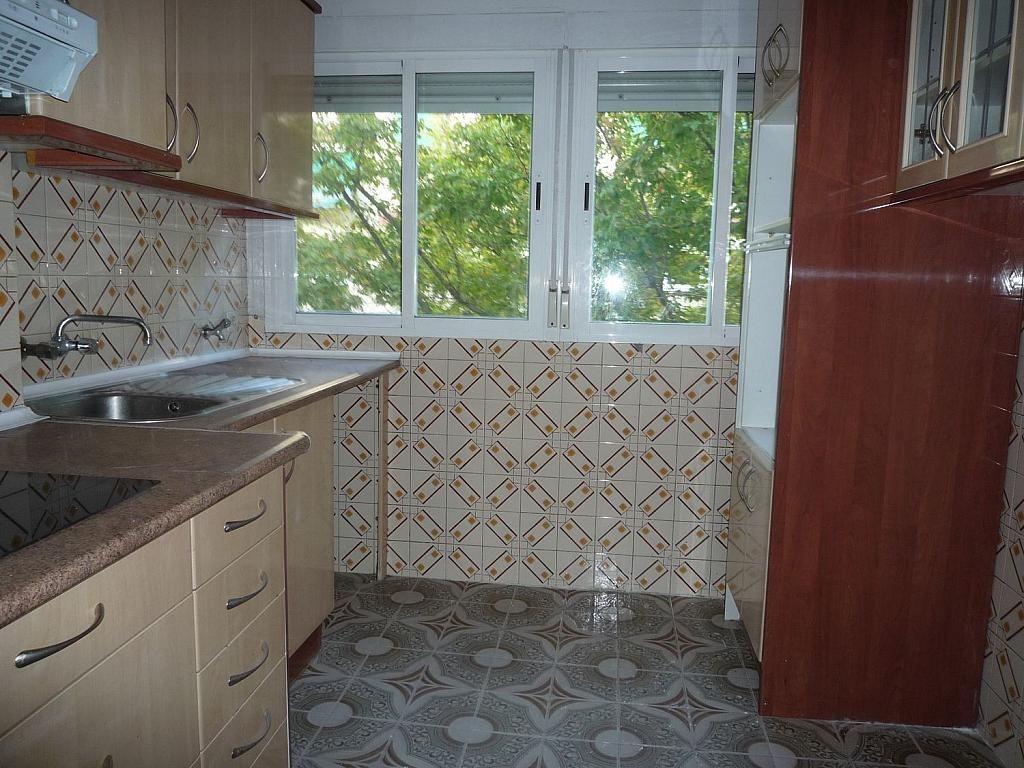 Piso en alquiler en calle De Alcalá de Guadaíra, Palomeras Bajas en Madrid - 329587481