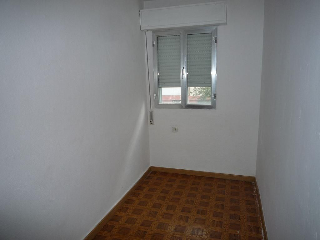 Piso en alquiler en calle De Alcalá de Guadaíra, Palomeras Bajas en Madrid - 329587508