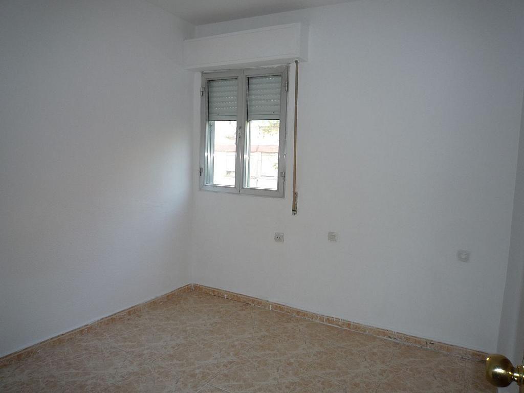 Piso en alquiler en calle De Alcalá de Guadaíra, Palomeras Bajas en Madrid - 329587511