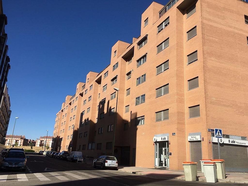 Local comercial en alquiler en calle San Juan de Ortega, Las Tablas en Madrid - 341347236