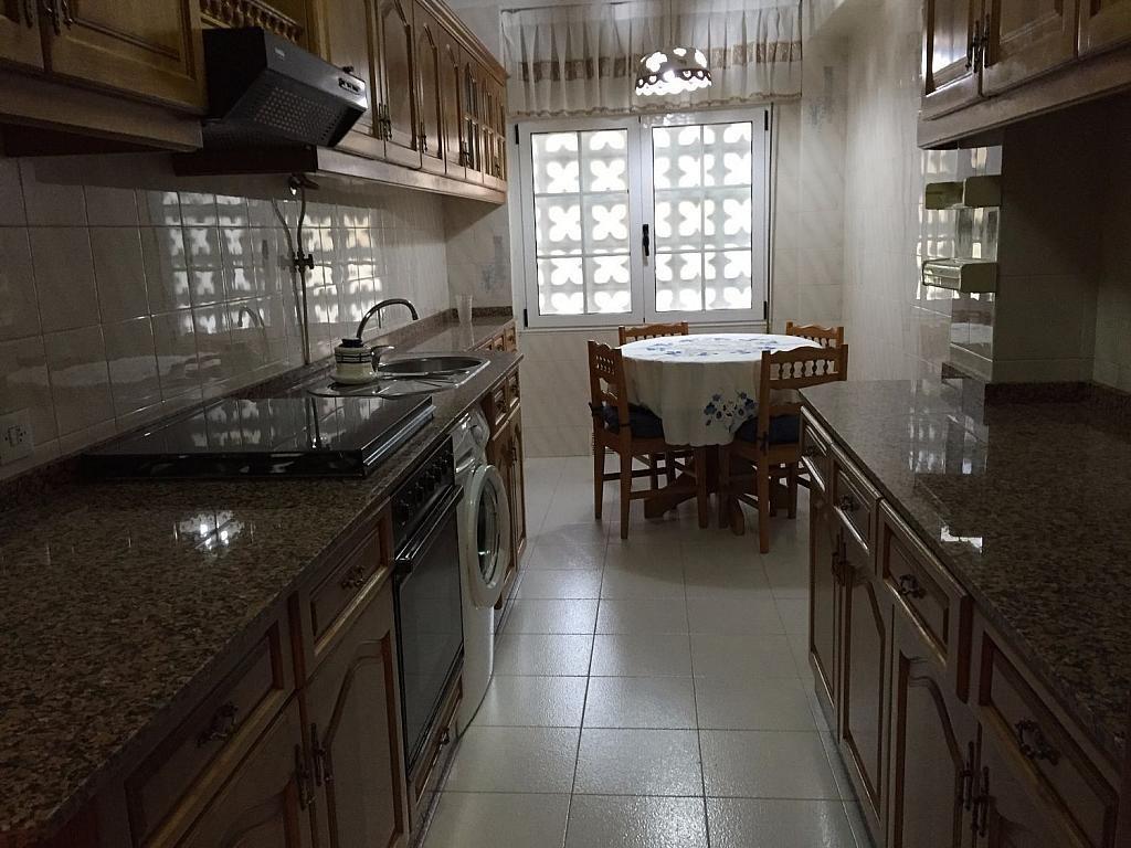 Piso en alquiler en calle Santa Uxia de Ribeira, Santiago de Compostela - 358096829