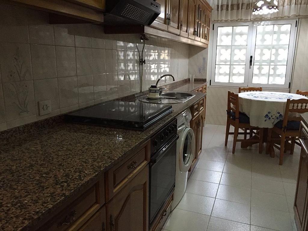 Piso en alquiler en calle Santa Uxia de Ribeira, Santiago de Compostela - 358096835