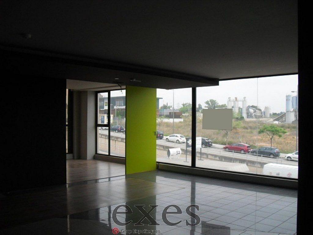 Local comercial en alquiler en Sant Cugat del Vallès - 359242336