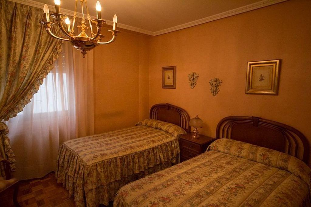 Piso en alquiler en calle José María Fernández Buelta, Vallobin-La Florida-Las Campas en Oviedo - 343360763