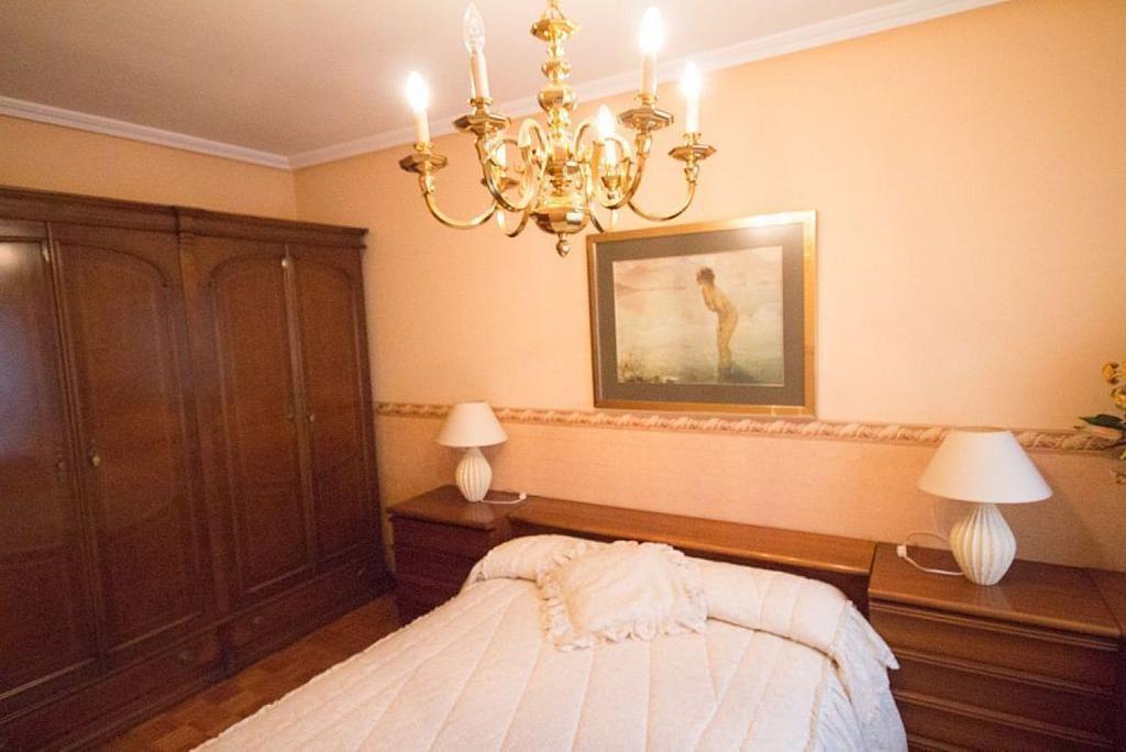 Piso en alquiler en calle José María Fernández Buelta, Vallobin-La Florida-Las Campas en Oviedo - 343360778