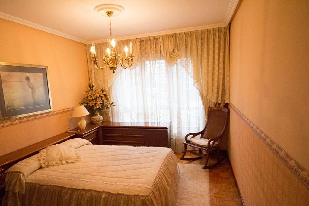 Piso en alquiler en calle José María Fernández Buelta, Vallobin-La Florida-Las Campas en Oviedo - 343360784