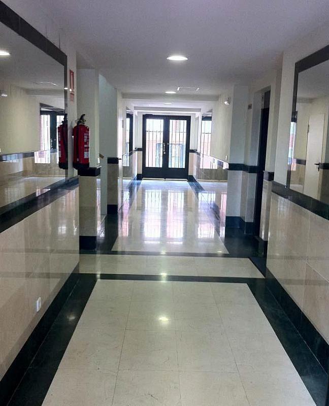 Vestíbulo - Dúplex en alquiler en calle Pirineos, Ciudad Universitaria en Madrid - 217437911