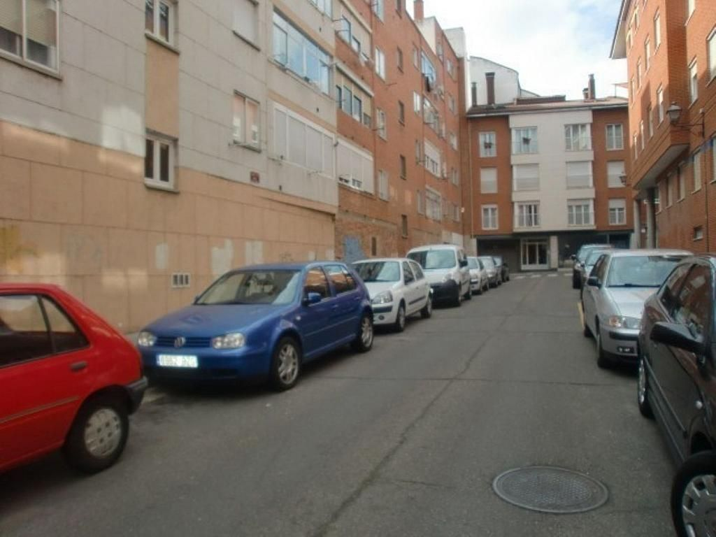 Garaje en alquiler en calle Marqués de Santillana, Palencia - 357343313