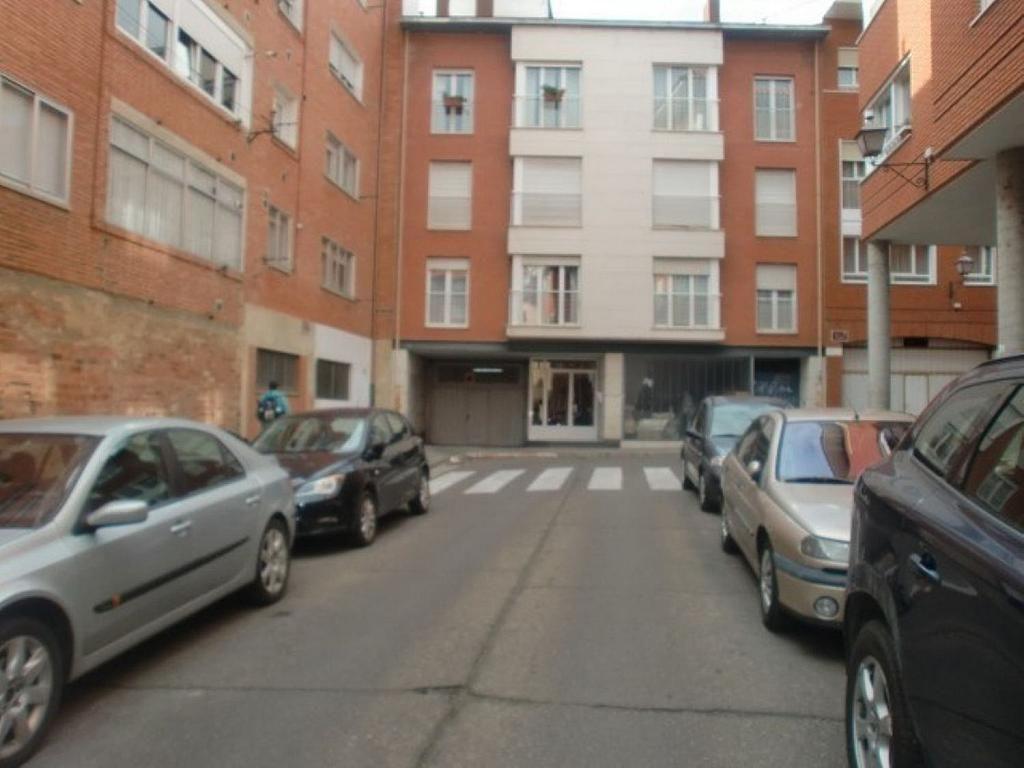 Garaje en alquiler en calle Marqués de Santillana, Palencia - 357343328