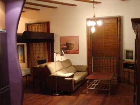 Comprar pisos baratos en el casco antiguo de valencia for Amueblar piso barato valencia